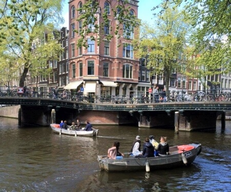 Map Amsterdam canals included
