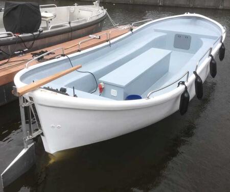 Large boat rental skipper